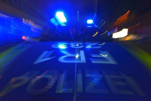Unbekannte zerkratzen Lack an Mercedes in Schopfheim
