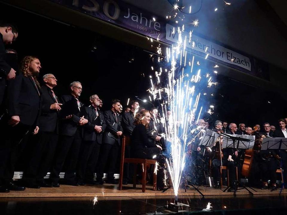 Ein Feuerwerk der Chormusik präsentier...mit seinen Gästen im Jubiläumskonzert.  | Foto: Kurt Meier