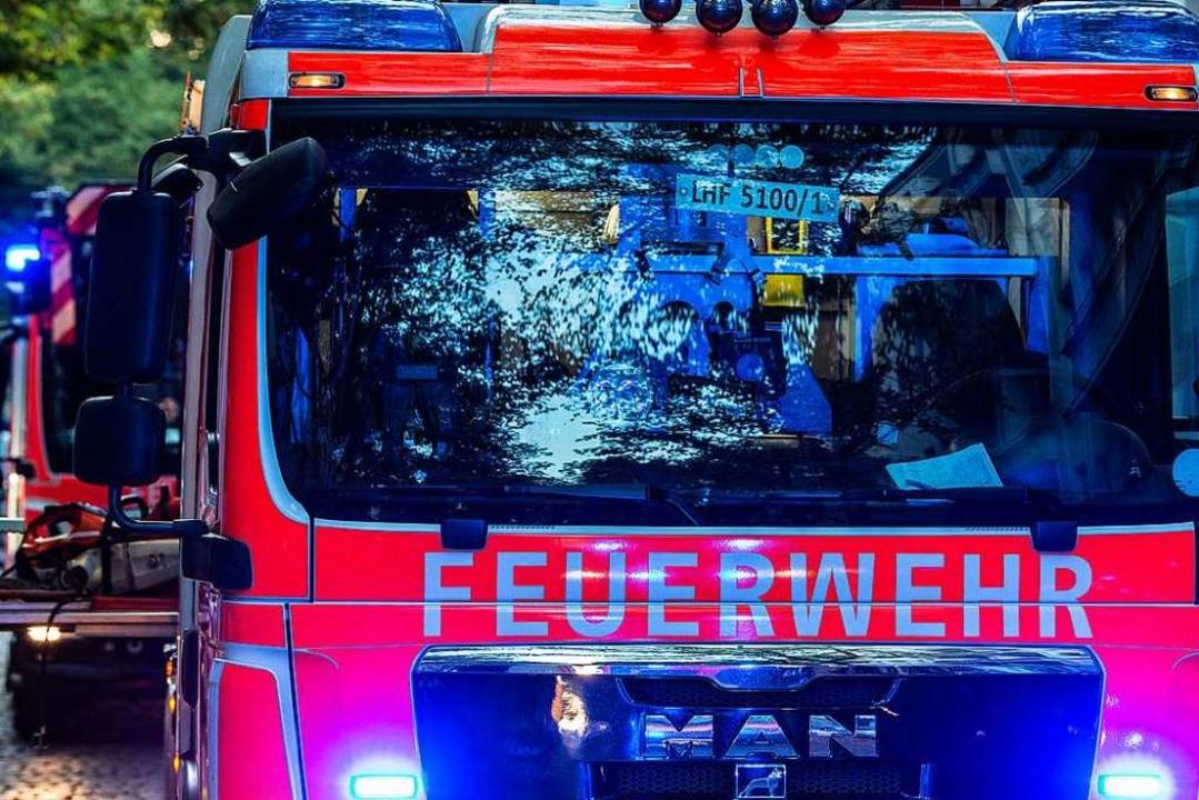 Feuerwehr im Einsatz. (Symbolbild)  | Foto: Paul Zinken (dpa)