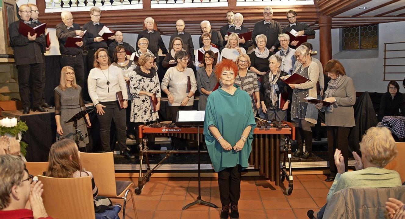 Die Gesangvereine Wieslet und Langenau...um als musikalische Leiterin feierte.   | Foto: Edgar Steinfelder