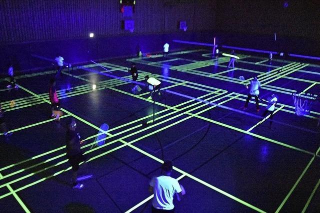 Badminton unter Schwarzlicht