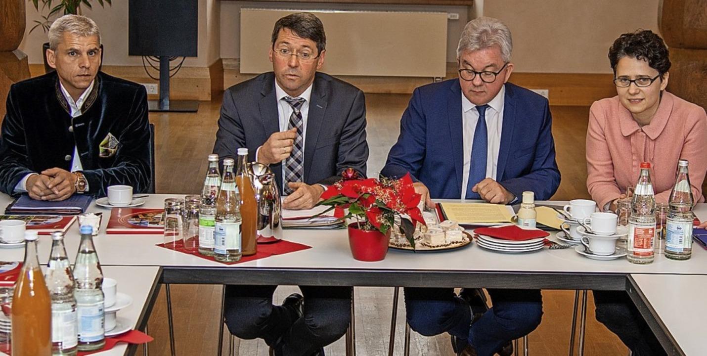 Im Gespräch mit der Presse (von links)...inister Guido Wolf und Marion Gentges.  | Foto: Olaf Michel