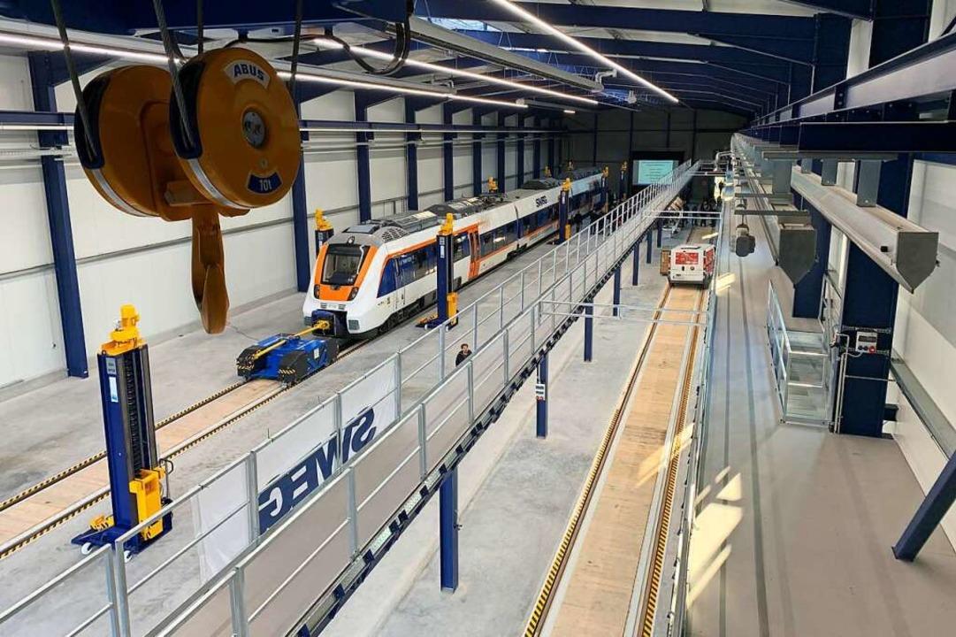 Blick in die neue Instandhaltungs-Hall... Hersteller Bombardier endlich liefert  | Foto: Helmut Seller