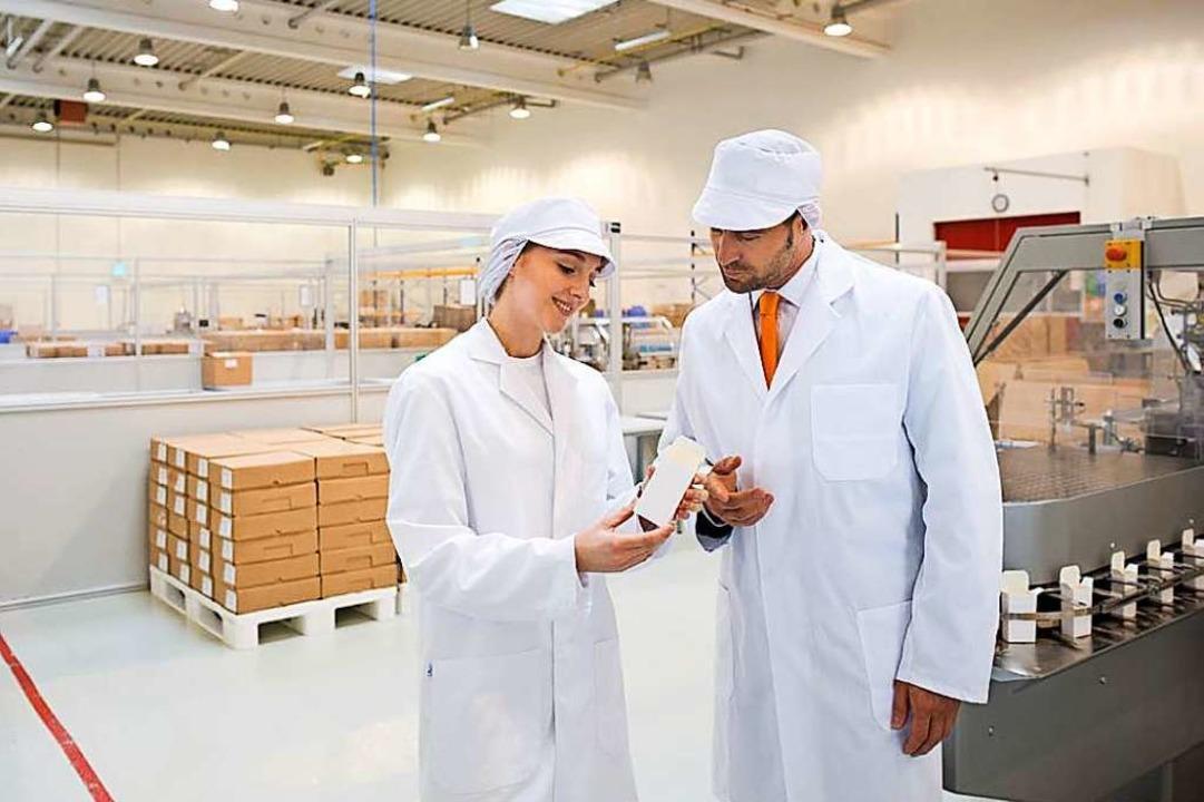 Hier kommen Medikamentenschachteln her: Blick in die Produktion bei Faller  | Foto: PR Faller