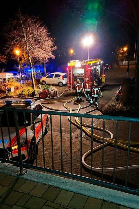 Einsatzkräfte aus Bahlingen, Endingen ...nd in der Silberbergschule im Einsatz.  | Foto: Feuerwehr Bahlingen