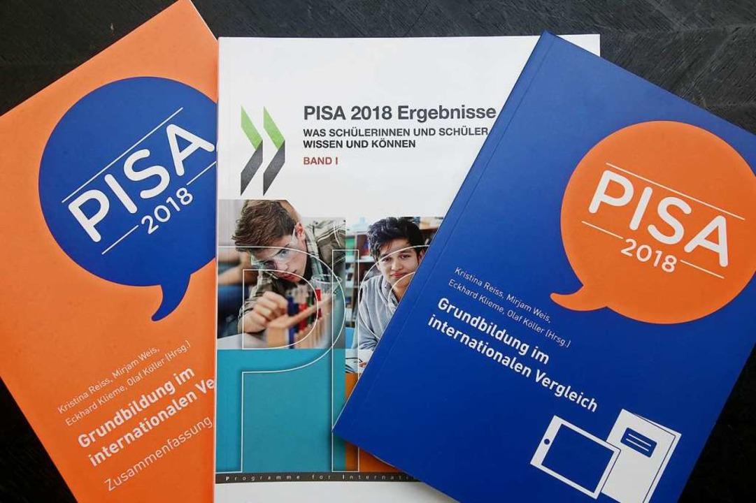 Vor der Bundespressekonferenz werden d...llen Pisa-Studie der OECD vorgestellt.  | Foto: Wolfgang Kumm (dpa)