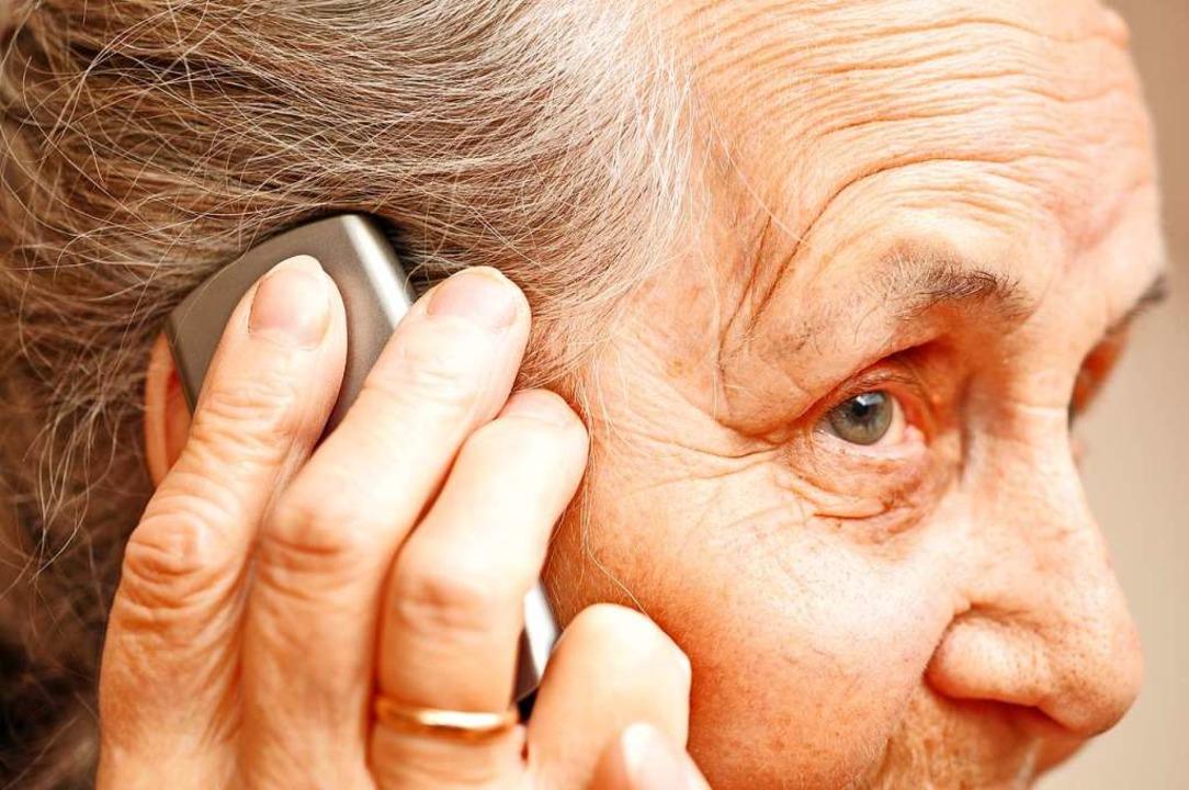 Eine Seniorin aus Lörrach wurde Opfer von Telefonbetrügern (Symbolfoto).  | Foto: photocrew  (stock.adobe.com)