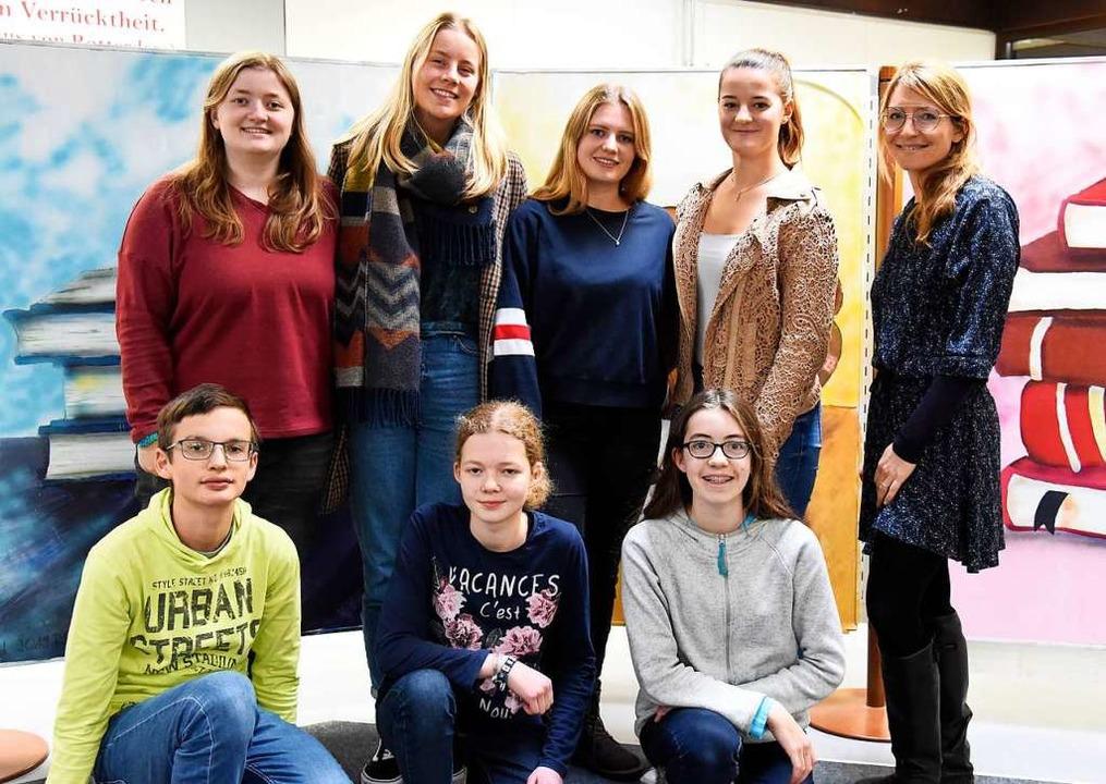 Die Kulturstarter des Erasmus-Gymnasiums mit Lehrerin Laura Lösch (rechts)  | Foto: Markus Zimmermann