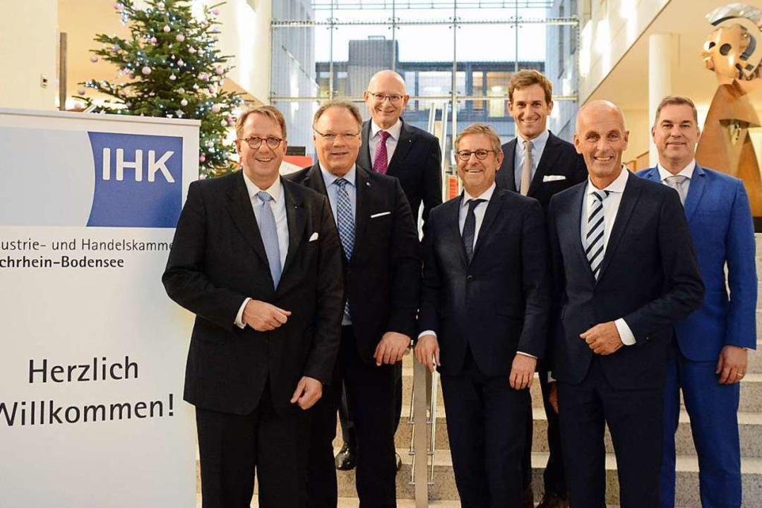 Präsident Thomas Conrady (Mitte) mit G... und weitere Mitglieder des Präsidiums    Foto: Annette Mahro