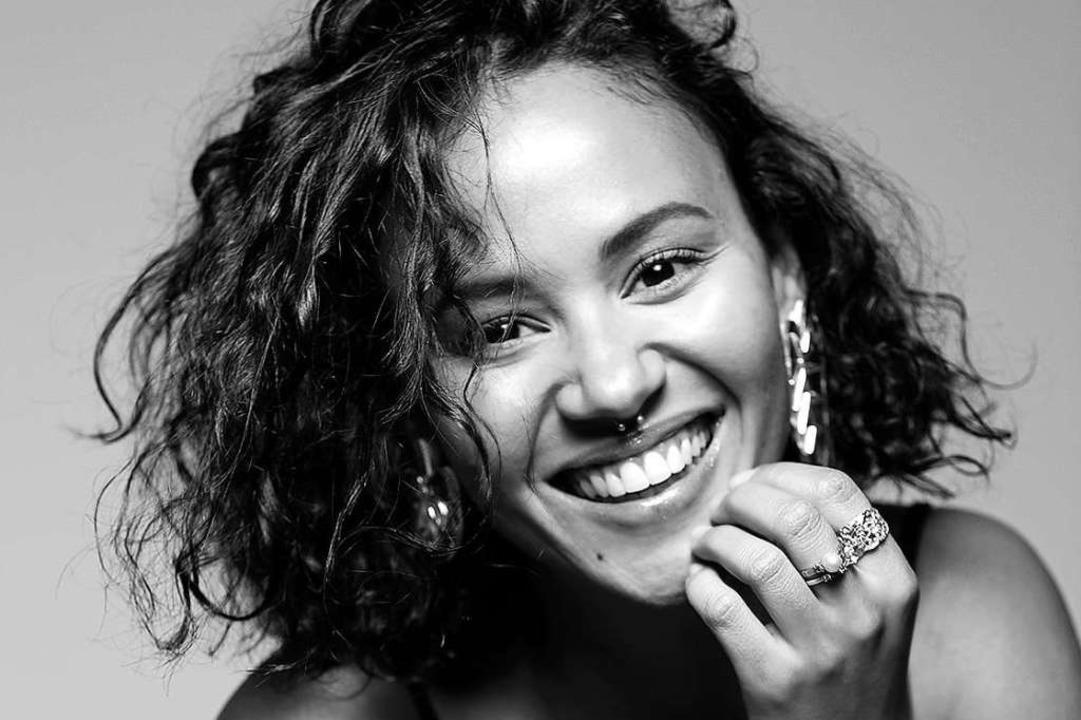 Die kapverdische Sängerin Mayra Andrad... Juli 2020 bei Stimmen in Lörrach auf.  | Foto: Shooting Foto/Naim de la Lisiere