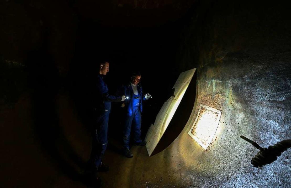Klaus Wildmann und Luis Ehrle auf dem ... Kammer der Bodensee-Wasserversorgung.  | Foto: Patrick Seeger (dpa)