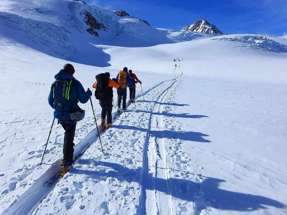 Bizarre Welt jenseits der 3000 Meter: ...m Weg zur Wildspitze, dem Dach Tirols.  | Foto: Stefan Zahler