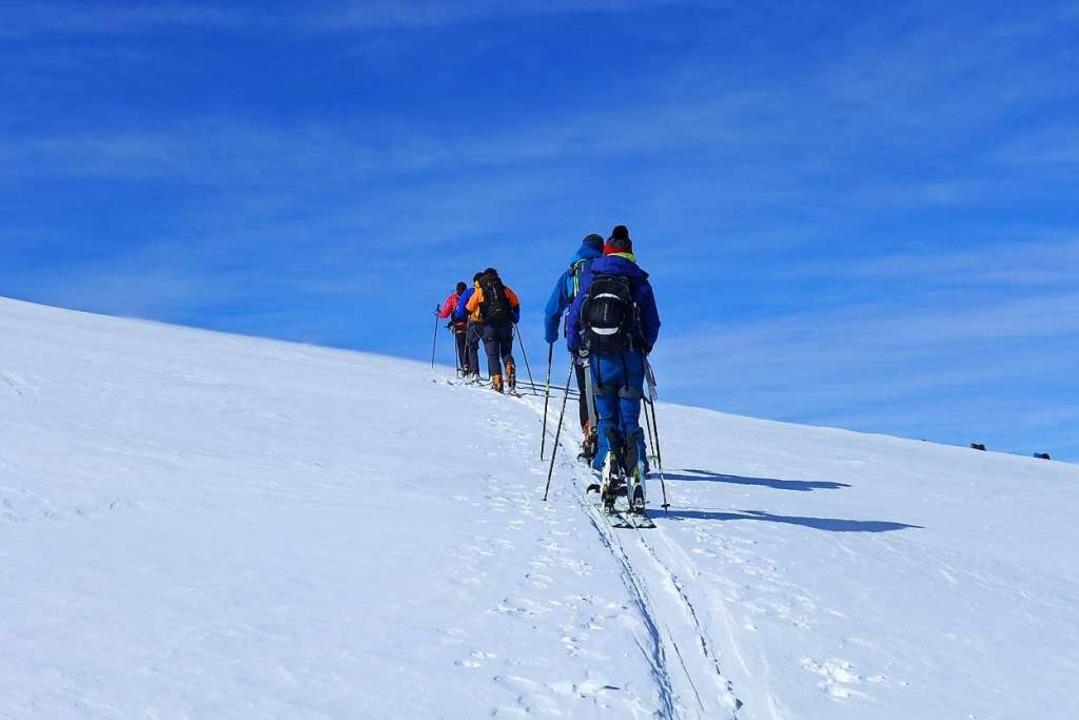 Zweieinhalb Stunden meditatives Skitourengehen  | Foto: Stefan Zahler