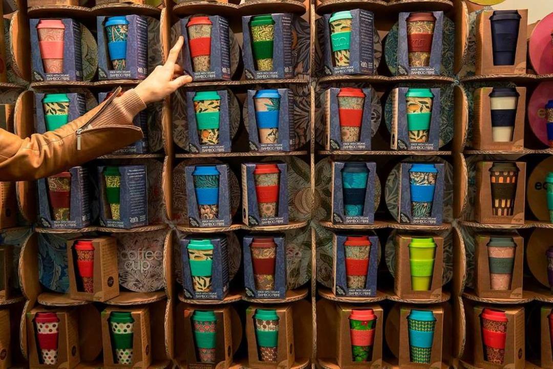 Kaffeebecher aus Bambus sind hip – doch sie setzen Schadstoffe frei.  | Foto: Daniel Karmann