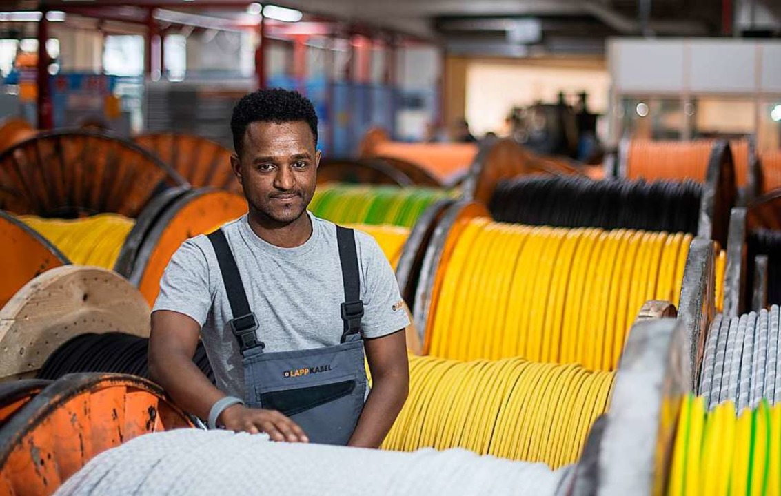 Tedos Gebru aus Eritrea hat eine Lehre...Programm namens Myskills weiterhelfen.  | Foto: Sebastian Gollnow
