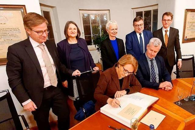 Frankreichs Botschafterin Anne-Marie Descôtes besucht Breisach