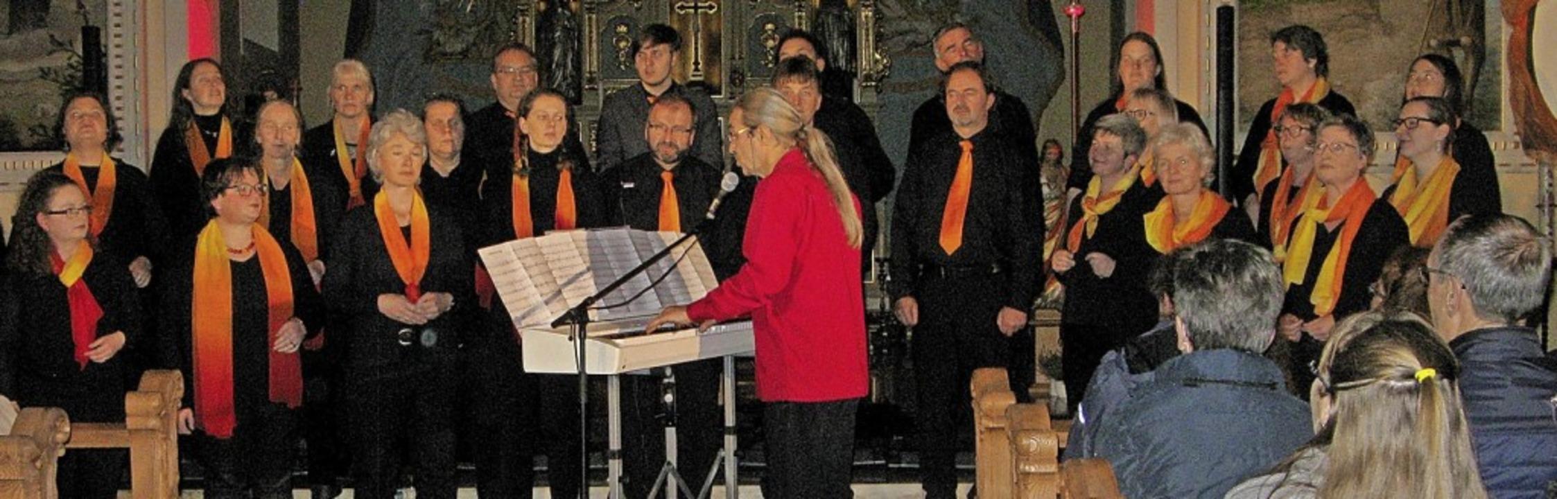 Die Sängerinnen und Sänger begeisterte... Zuhörer in der Bernauer Pfarrkirche.   | Foto: Ulrike Spiegelhalter
