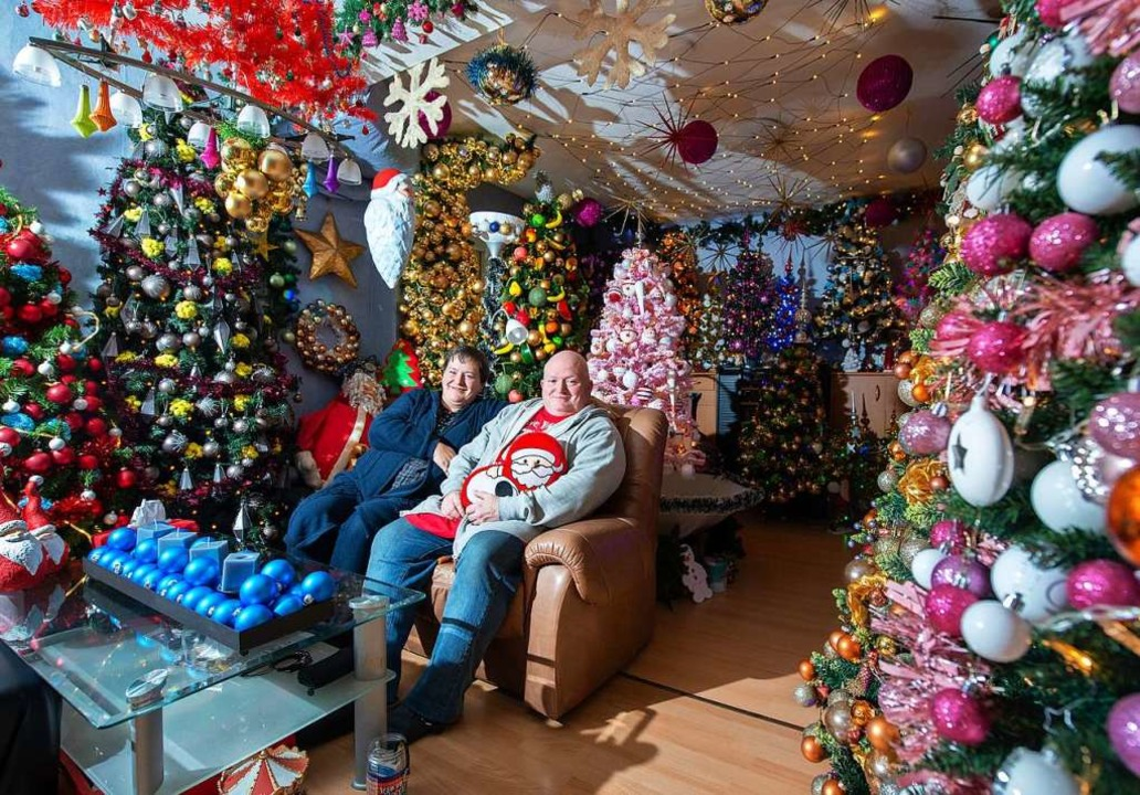 Familie Jeromin in ihrem Wohnzimmer   | Foto: Lucas Bäuml (dpa)