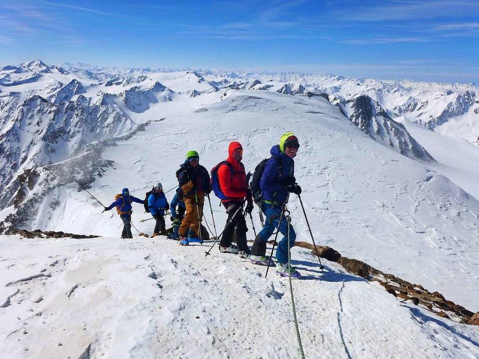 Schöne Aussichten unterhalb des Gipfels der Wildspitze  | Foto: Stefan Zahler