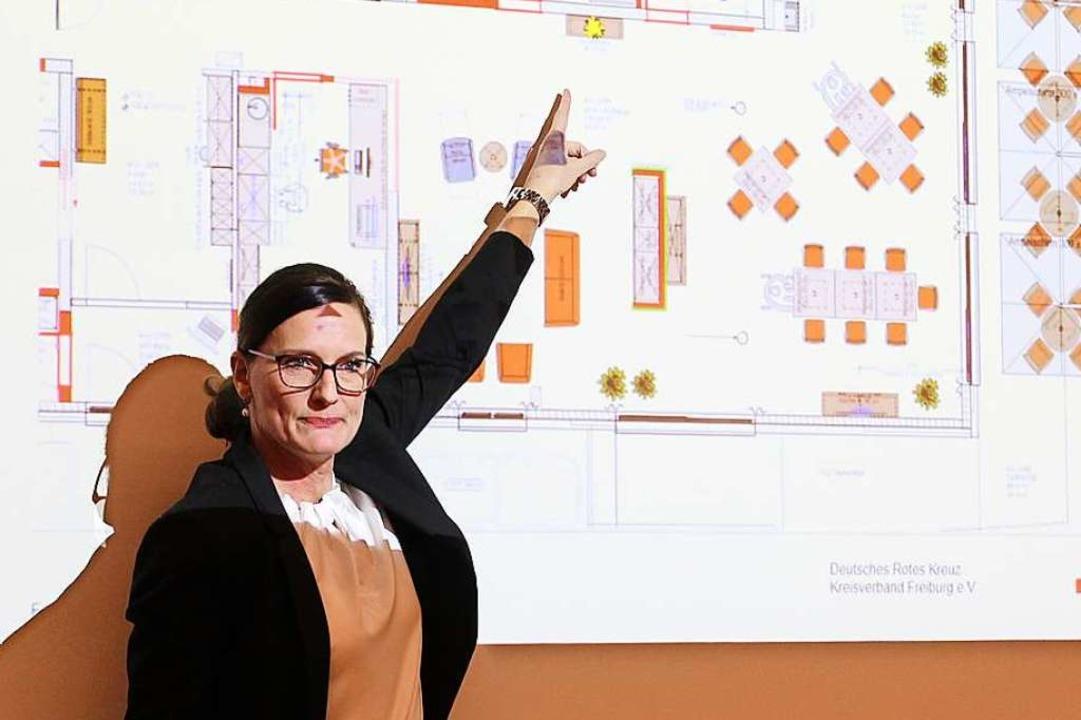 Annette Hoffmann vom DRK-Kreisverband ...riss der Tagespflege-Einrichtung  vor.  | Foto: Erich Krieger