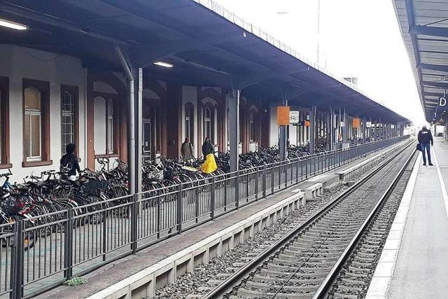 Starke Polizeipräsenz im Bahnhofsbereich nach anonymem Drohanruf