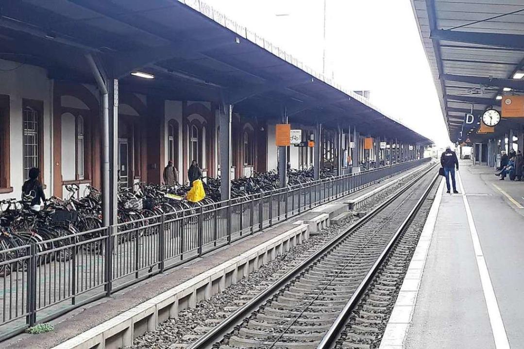 Der Offenburger Bahnhof war wieder ein...ohung. Die Polizei hofft auf Hinweise.    Foto: Helmut Seller