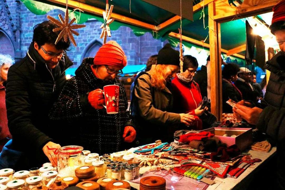 Schauen, staunen, kaufen  am Stand der Bürgergemeinschaft in Eichstetten  | Foto: Christa Rinklin
