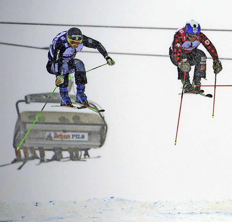 Hoch hinaus: Die Skicross-Weltelite he...itfliegen will dann auch Tobias Baur.   | Foto: Patrick Seeger
