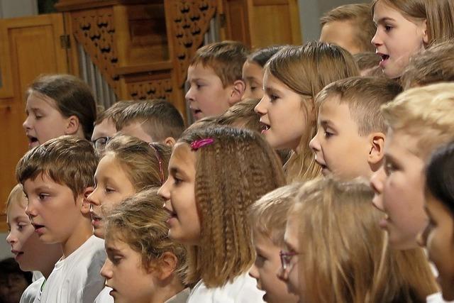 Sponti-Chor e.V. und den drei Schulchören der Rosenburgschule in Müllheim