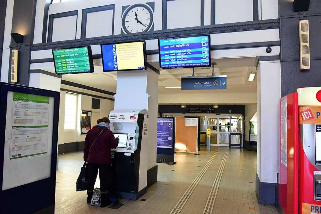 Die meisten Züge fuhren nicht, im Bahnhof Saint-Louis war es ziemlich ruhig.  | Foto: Guy Greder