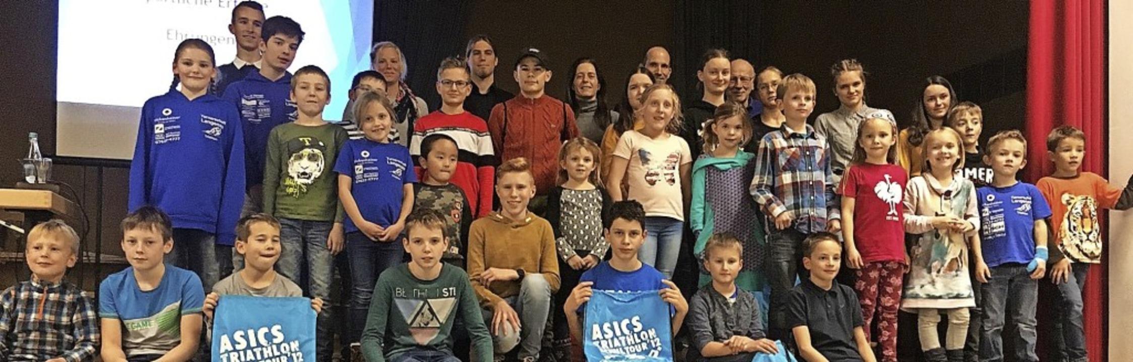 <BZ-FotoAnlauf>TSCH Langenau:</BZ-Foto...n  wurden zahlreiche Sportler geehrt.     Foto: privat