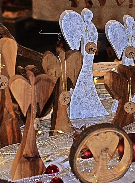 Tolle selbstgefertigte Dinge gab es beim Adventsmarkt.     Foto: Hubert Bleyer