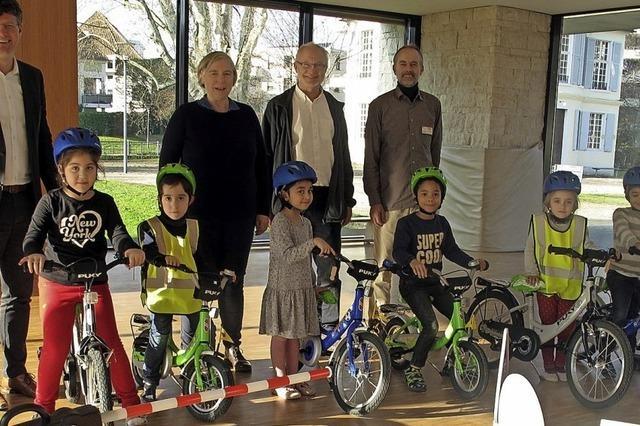 Kinderräder wandern von Kita zu Kita