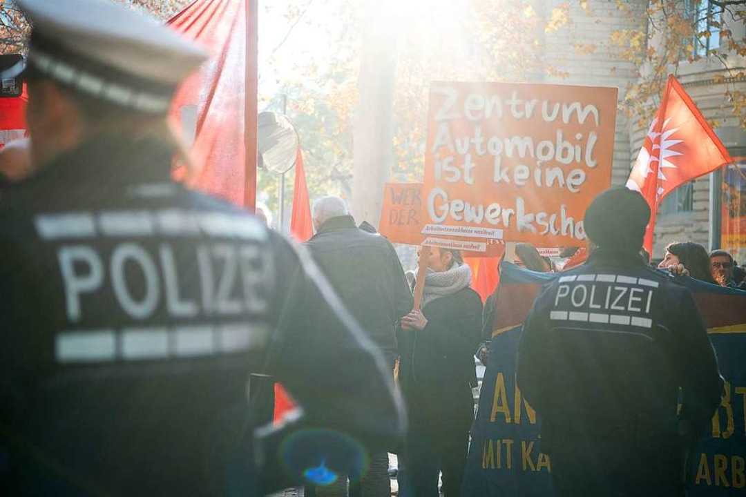 Demonstration vor dem Landesarbeitsgericht in Stuttgart am Donnerstag  | Foto: Sebastian Gollnow (dpa)