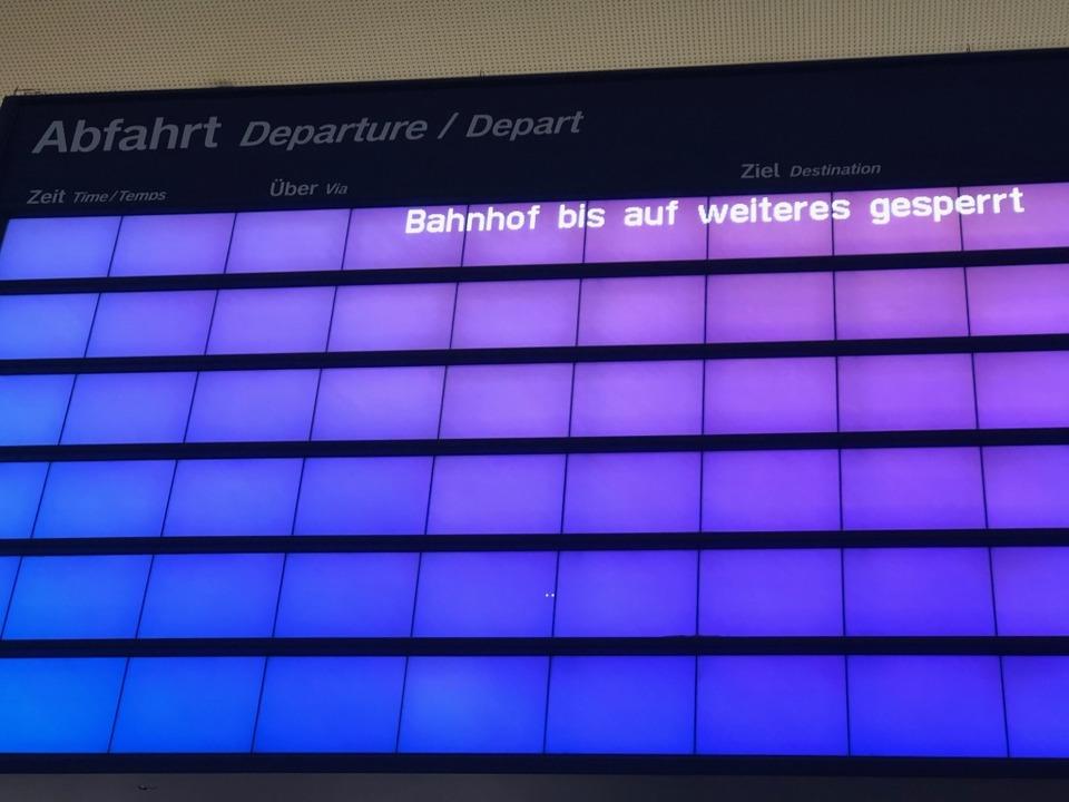 Der Zugverkehr war eingestellt.  | Foto: Joachim Röderer