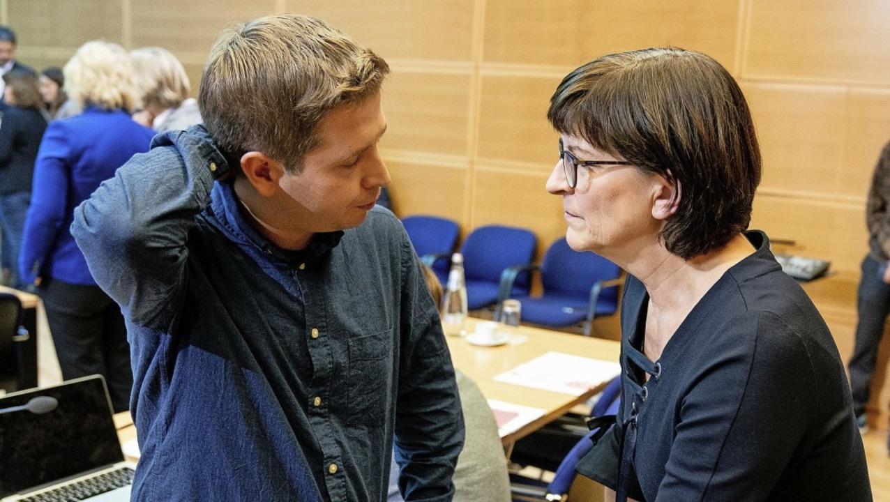 Die designierte SPD-Parteichefin Saski...n Kühnert, der Partei-Vize werden will  | Foto: Kay Nietfeld (dpa)