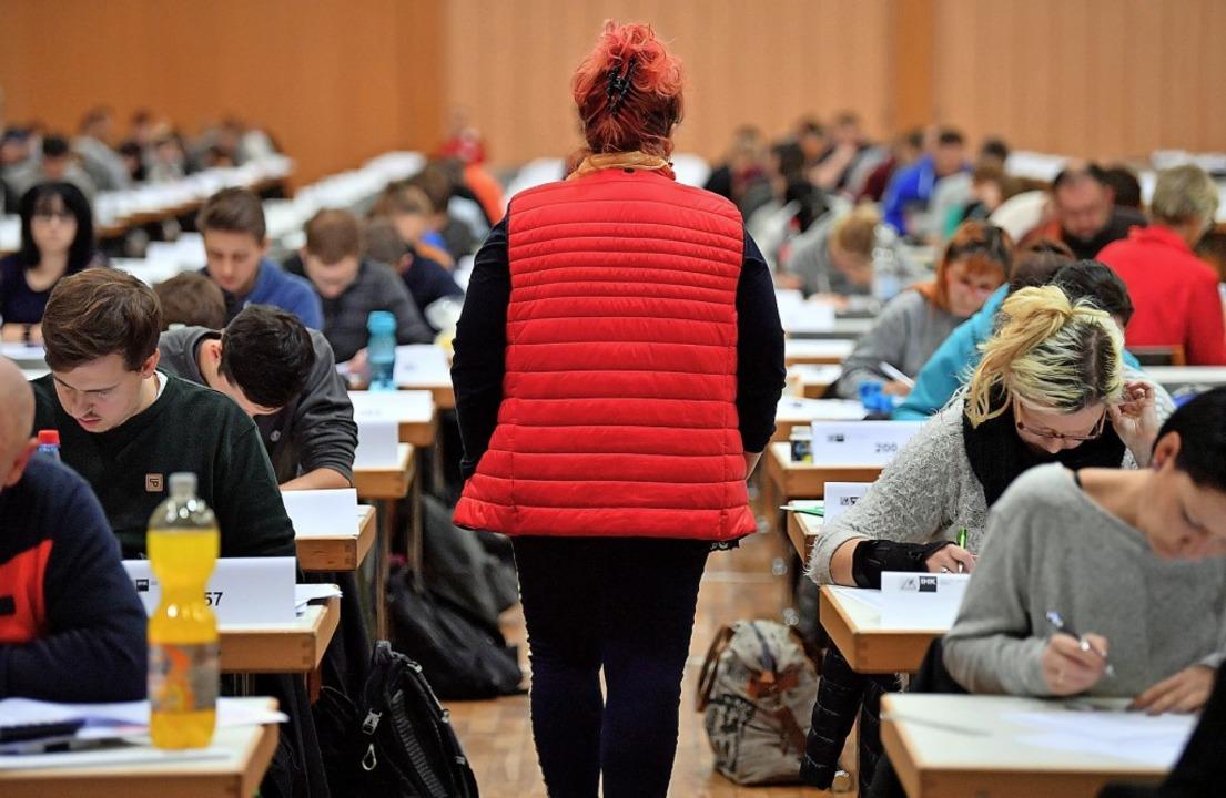 Auch wer keine Ausbildung durchlaufen ...men und so seinen Abschluss nachholen.    Foto: Martin Schutt (dpa)