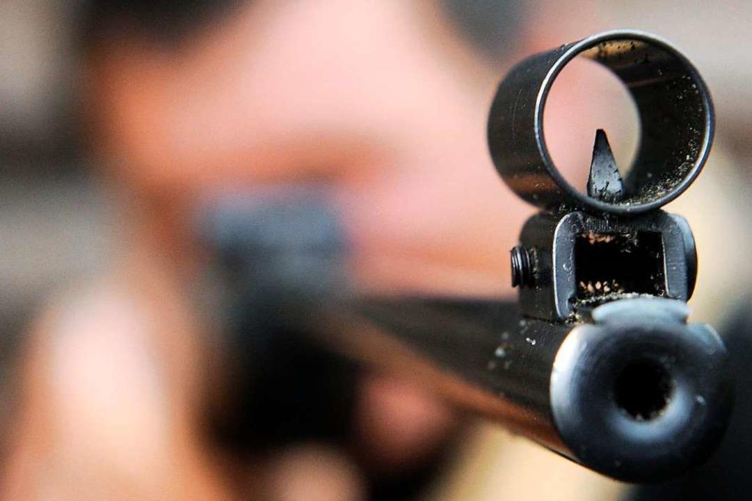 Vor Ort stellten die Beamten fest, das...n die Waffe trotzdem ab.  (Symbolbild)  | Foto: Ingo Wagner