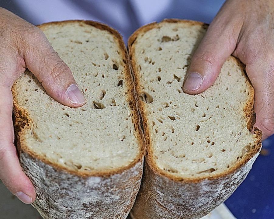 Brotback-Aktion für einen guten Zweck.  | Foto: Patrick Seeger