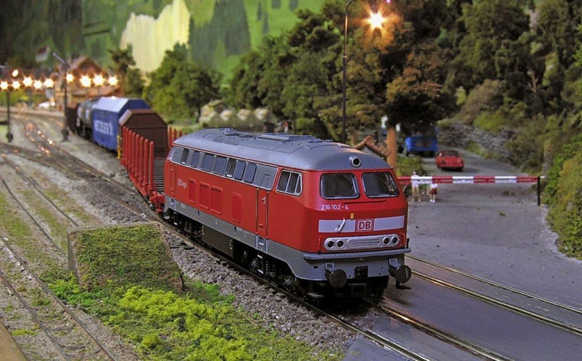 Die Modellbahn der Eisenbahnfreunde Do... fasziniert mit ihren vielen Details.   | Foto: