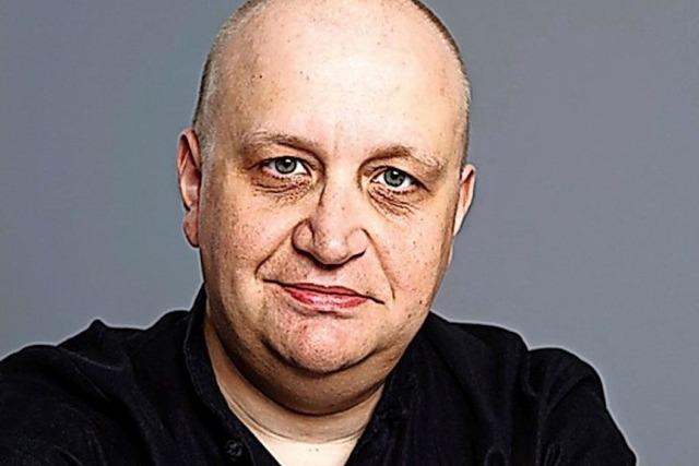 Der Schauspieler Alexander Vassiliev liest russische Futuristen - auf Russisch und Deutsch - im Blauen Haus