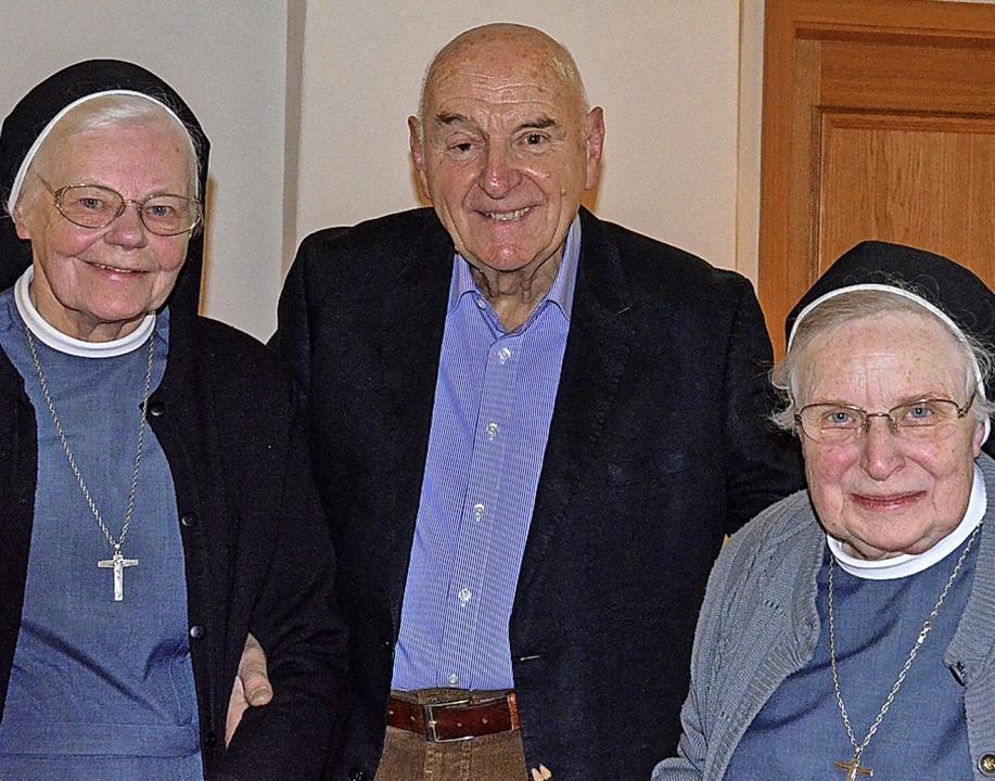 Bestritten den Vortrag (von links): Sc...r, Schwester Scholastika Lindenfelser   | Foto: Gabriele Hennicke