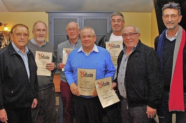 SV Weil und Kolpingfamilie ehren verdiente Mitglieder