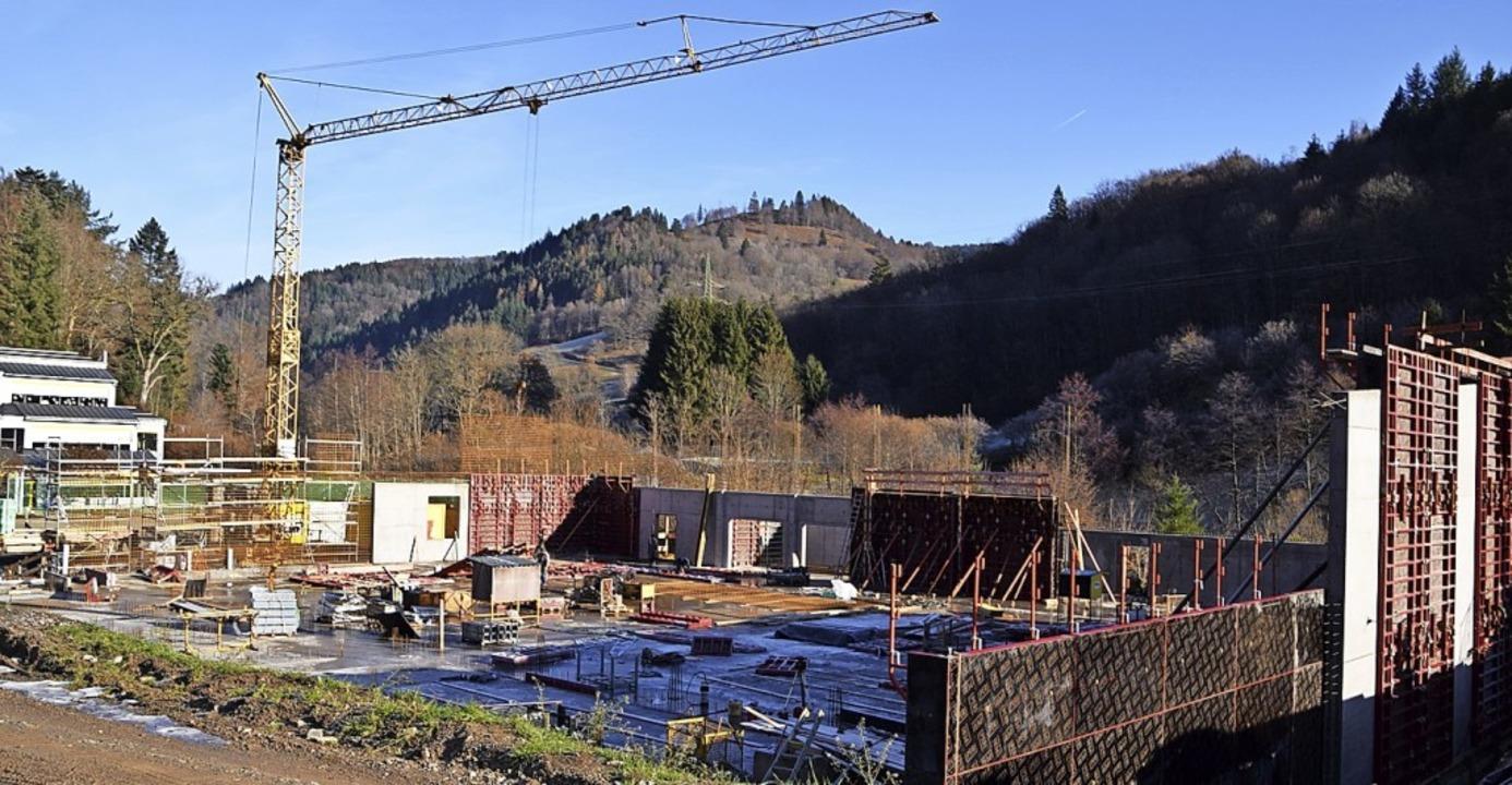 Der Bau der Mehrzweckhalle in Schönau schreitet voran.  | Foto: Ulrike Jäger