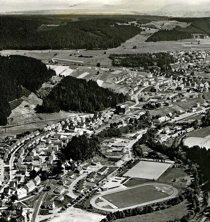 Das Luftbild von 1965 zeigt im Vorderg...z kurz vor der feierlichen Eröffnung.   | Foto: Roland Weis