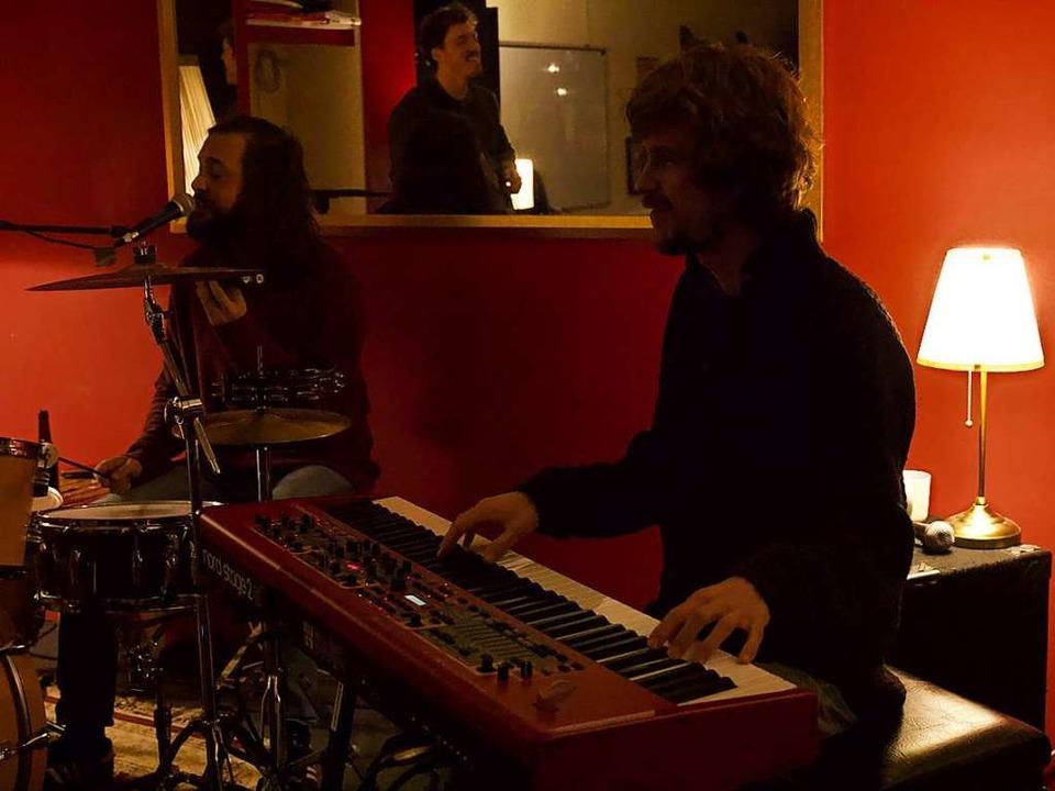 Am Keyboard Johannes Wolf und am Schlagzeug Daniel Bath  | Foto: Vincent Zeile