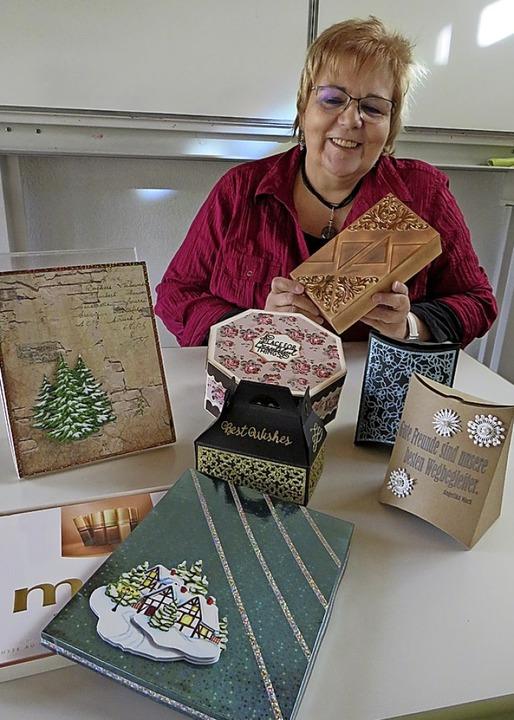 Elisabeth Gerwig und ihre Schachteln   | Foto: Claudia Gempp
