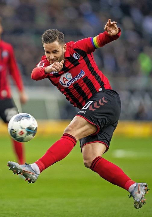 SC-Stammspieler Christian Günter kann ...lagen und ein Tor für sich verbuchen.   | Foto: David Inderlied (dpa)