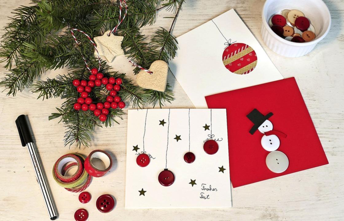 Aus Knöpfen lassen sich schöne Weihnac...e Baumanhänger aus Salzteig zu sehen.   | Foto: Silke Kohlmann