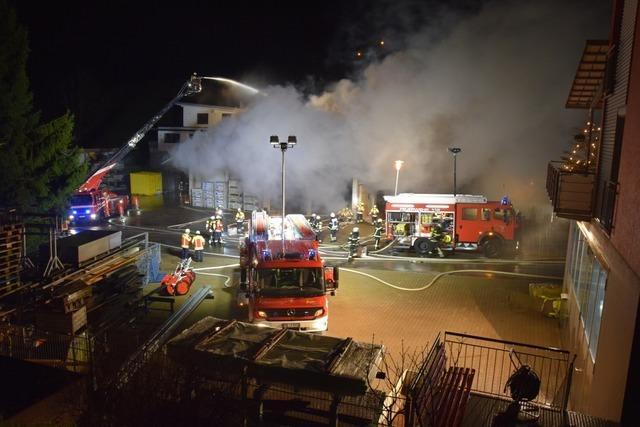 Lagerhalle in St. Märgen brennt aus – zwei Familien müssen ihre Wohnungen verlassen